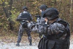 反恐,特种部队战士的斗争 免版税库存图片