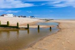 反挠度铺沙海滩英国英国 免版税库存照片