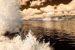 反映在湖 红外图象 免版税库存图片