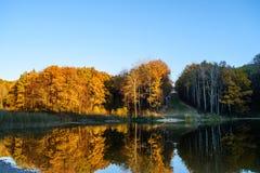 反映在水湖 免版税图库摄影