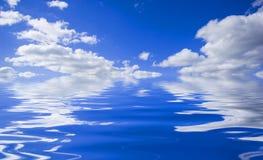 反映天空水 库存照片