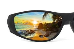 反映海景太阳镜 库存图片
