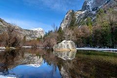 反映湖在冬天-优胜美地国家公园,加利福尼亚,美国 库存照片