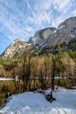 反映湖在冬天-优胜美地国家公园,加利福尼亚,美国 免版税库存图片