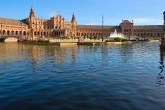 反映西班牙方形水 库存图片