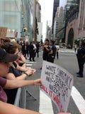 反王牌集会、示威者和警察, NYC, NY,美国 免版税图库摄影