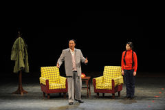 反腐败人民毛泽东和女儿在法律剪影进入大阶段 免版税图库摄影