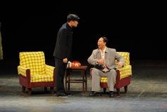 反腐败人民的毛泽东和天狮Jiaying剪影秘书进入大阶段 免版税图库摄影