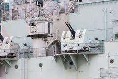 反航空器开枪在HMS贝尔法斯特战舰在伦敦,英国 免版税库存图片