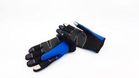 反滑动触摸屏蓝色和黑手套为冬天 库存图片