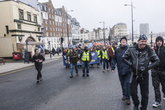 反UKIP抗议者在UKIP会议马盖特前进 免版税库存图片