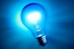 发亮电灯泡 库存图片