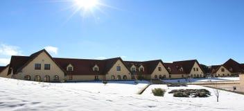 发光在下雪以后的太阳 免版税库存照片