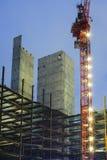 发光在早晨微明下的建筑用起重机在50赞成自由 库存照片