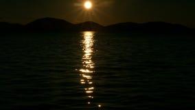 发光在海上的太阳 日落 股票录像