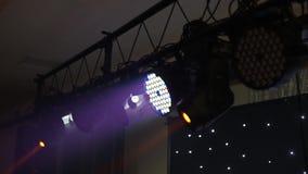 发光在演播室的阶段光 o 股票录像