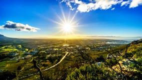 发光在西开普省的清早太阳 库存照片