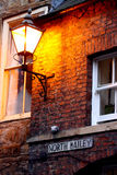 发光在黄昏的灯笼 图库摄影