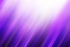 发光在紫色的许多被弄脏的对角条纹 库存照片