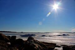 发光在fozen湖的太阳 免版税图库摄影