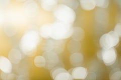 发光抽象背景的金子 免版税库存图片