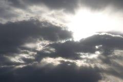 发光星期日的云彩 免版税库存照片