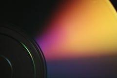 发光的下面CD的dvd盘特写镜头宏观照片  库存照片