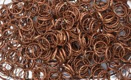 发光的五颜六色的俏丽的金属圆环 库存图片