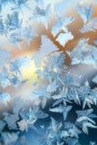 发光的冬天窗冰装饰 库存照片