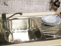 发光的厨房水槽 免版税图库摄影