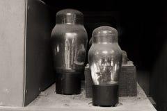 发光的古色古香的真空管 免版税图库摄影