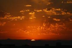 发光的日落 免版税库存图片