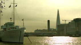 发光的泰晤士在早晨,伦敦,宽 影视素材