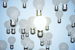 发光的电灯泡除了别的以外 免版税图库摄影