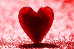 发光的红色心脏背景 库存照片