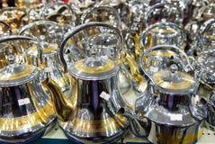 发光的茶罐阿拉伯样式咖啡荚 免版税库存图片