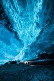 发光的蓝色冰 免版税库存图片
