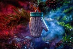 发光的装饰圣诞节球 库存图片