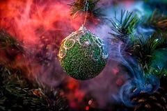 发光的装饰圣诞节球 免版税图库摄影