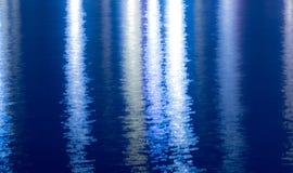 发光的豪华蓝色银色织地不很细背景 黄铜金属片发光 库存图片