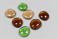 发光的透明小卵石石头 免版税库存照片