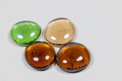 发光的透明小卵石石头 库存图片