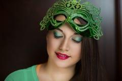 发光的绿色面具 免版税库存图片