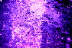 发光的紫色玻璃立方体 免版税库存图片