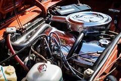 发光的carburator发动机 库存图片