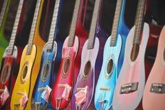 发光,五颜六色,微型吉他线  免版税库存照片