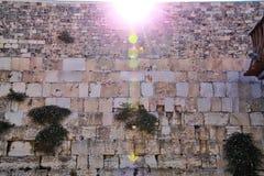 发出微光在哭墙上的阳光在耶路撒冷 免版税图库摄影
