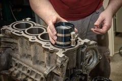 发动机修理在车间 库存照片