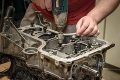 发动机修理在车间 图库摄影