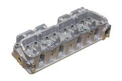 发动机在与裁减路线的白色背景和汇编以后的气缸盖隔绝的机器 库存图片